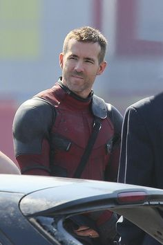 Before he was Deadpool he was Alive-pool !!! ... Ryan Reynolds Unmasked during Deadpool Movie Set-2 ...°°