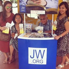 Public witnessing in the Philippines. Photo shared by @tifenlu