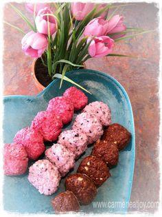 One Minute Macaroons – Raspberry, Blueberry Chocolate #CarmenEatJoy #NourishWithPaleo