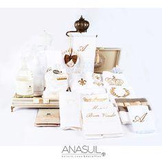 Bandeja forrada em linho; suporte de toalhas barroco com coroa; suporte de pérolas para sachês e toalhas bordadas para lavabo. KIT ANASUIL  http://www.anasuilblog.blogspot.com.br/