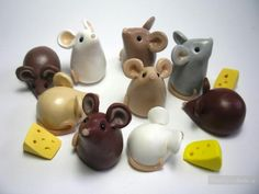 mouse crafts Wee Mice with Cheese Polymer Clay Figures, Cute Polymer Clay, Polymer Clay Animals, Cute Clay, Polymer Clay Miniatures, Fimo Clay, Polymer Clay Charms, Polymer Clay Projects, Polymer Clay Creations