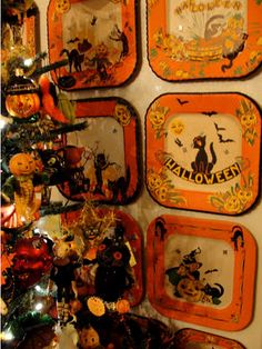 Fun way to display a paper plate collection.  A bulletin board could work, too. Vintage Halloween Images, Vintage Halloween Decorations, Retro Halloween, Halloween Ii, Halloween Trees, Spirit Halloween, Holidays Halloween, Halloween Crafts, Halloween Plates