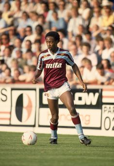 Mark Walters of Aston Villa in action during the Canon League Division One match between Aston Villa and Everton at Villa Park on September 1985 in Birmingham, England. Villa Park, Football Kits, Football Soccer, Aston Villa Kit, September 28, Everton, Birmingham, Division