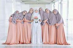 Muslimah Wedding Dress, Hijab Style Dress, Hijab Wedding Dresses, Bridal Dresses, Malay Wedding Dress, Wedding Dress With Veil, Bridal Hijab, Hijab Bride, Bridesmaid Poses