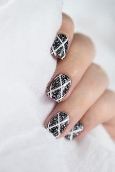 Marine Loves Polish: B&W baroque nails - BP-L016 - stamping