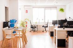 Llum Coworking es un espacio pensado para freelances y emprendedores.  Ergonomía, productividad y networking para hacer despegar tu negocio. Conference Room, Table, Furniture, Home Decor, Thinking About You, Productivity, Work Spaces, Business, Decoration Home