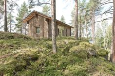 Completed in 2016 in Varkaus, FinlandThis 600 square foot summer cottage is a guest cabin and owner's retreat. Perched high on a granite ridge, the cabin has panoramic views of high. Guest Cabin, Cozy Cabin, Outdoor Sheds, Indoor Outdoor, Ideas De Cabina, Lakeside Cabin, Timber Walls, Cabin In The Woods, Wooden Cabins