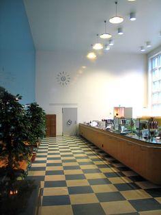 Kotkan entisen Säästöpankin pankkisali. Kuva: MV/RHO Simo Freese 2006