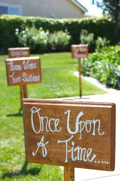 Throw a pink princess party! We absolutely adore these DIY yard signs with timeless fairly tale phrases. 4th Birthday Parties, Girl Birthday, Fairytale Birthday Party, Princess Birthday Party Decorations, Birthday Ideas, Birthday Crowns, Pink Princess Party, Princess Themed Food, Disney Princess Birthday Party