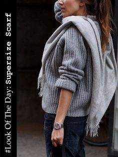 www.helloshopping.de, accessories, xxl scarf, supersize scarf, winter, look of the day, knit, knitwear, wool, sweater, boots, hugo boss, fringes, valentino.