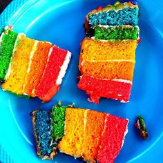 Do you like our  rainbow  arco iris  cake? In how many languages can you name  the colours  los colores ?  #rainbowcake #rainbow #arcoiris #homebaking #reposteriacreativaMaking language learning fun