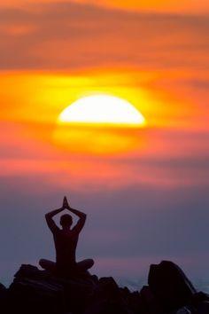 Sunset Yoga in Goa, India - yoga in India definitely on the bucket list Logos Yoga, Beautiful World, Beautiful Places, India Travel Guide, Goa India, Buddha, Peaceful Life, Dalai Lama, Yoga Meditation