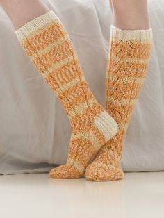 These lovely lace socks showcase the colours of our brand new 7 Veljestä Aurora yarn. The ribbed cuff as well as the heel flap are knitted with the single-coloured 7 Veljestä yarn. Knitting Videos, Loom Knitting, Knitting Socks, Hand Knitting, Lace Socks, Wool Socks, My Socks, Crochet Shoes, Crochet Slippers