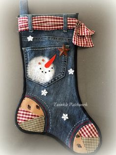 Patchwork Quilt Navidad Patrones 52 Ideas For 2019 Quilted Christmas Stockings, Christmas Stocking Pattern, Xmas Stockings, Christmas Sewing, Christmas Fun, Christmas Decorations, Christmas Ornaments, Christmas Patchwork, Christmas Projects