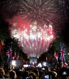 The Mall is completely lit-up by this explosive fireworks display which delighted the thousands of spectators