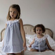 Camisón azul rayas Pyjamas, Kids Pajamas, Little Girl Dresses, Girls Dresses, Flower Girl Dresses, Pillow Dress, Kids Nightwear, Cotton Frocks, Kids Dress Patterns