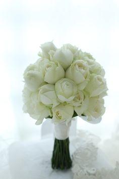 アシスタントシルキーちゃんがブーケをお届けしたところ、花嫁様は、はらはらはら、と両の目から涙をこぼしてくださったのだそうです。それを見て、思わずもらい泣き...