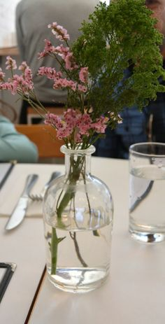 Easy spring floral arrangement.