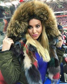 ⚽️⚽️✌️ #poland#armenia#stadionnarodowy#fur#furs#furparka#furjacket#fox#girl#polish#polishstyle#polishgirl#zima#winter#football