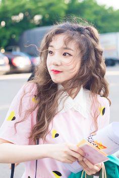 K-Pop Babe Pics – Photos of every single female singer in Korean Pop Music (K-Pop) Kpop Girl Groups, Korean Girl Groups, Kpop Girls, Extended Play, 2ne1, Mamamoo, Soo Jin, Soyeon, Short Girls