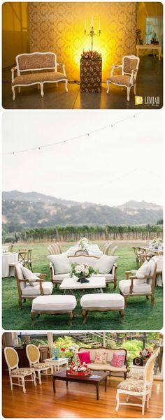 Sofás vintage:Por increível que pareça, sofás de estilo vitoriano, combinam tanto em ambientes internos quantoexternos, agregando charme e sofisticação a uma decor mais tradicional.
