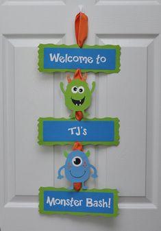 Monster Bash muestra de puerta fiesta de por DesignsByDodi en Etsy