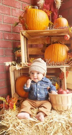Fall Newborn Pictures, Fall Baby Pictures, Baby Boy Photos, Baby Christmas Photos, Fall Family Photos, Fall Photos, Cute Babies Photography, Newborn Photography Poses, Photo Bb