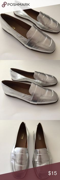 Kenneth Cole Leather Metalic Loafers Size 8 They are in excellent conditions Kenneth Cole Reaction Shoes Flats & Loafers