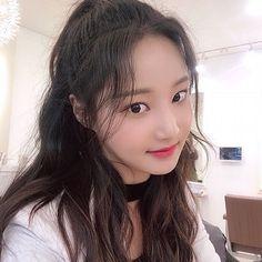 [#답니🦊] 오랜만에 빈코리타 😊🌱✨💚 ⠀⠀⠀⠀⠀⠀⠀⠀⠀⠀⠀⠀⠀⠀⠀⠀⠀ #모모랜드 #MOMOLAND #연우 #YEONWOO Pretty Korean Girls, Cute Korean Girl, South Korean Girls, Korean Girl Groups, Pretty Girls, Close Up, Selfie, Ulzzang Girl, Kpop Girls