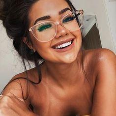 Meu óculos novo da 😻 estou viciada nos modelos da loja, v… My new glasses from 😻 I'm addicted to the models of the store, you guys realized right? Hahah Guys, the quality of the frames is… Big Glasses Frames, Womens Glasses Frames, Fake Glasses, New Glasses, Girls With Glasses, Images Of Glasses, Girl Glasses, Flat Top Sunglasses, Cute Sunglasses