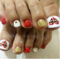 45 Lovely Christmas Toenail Art Design Ideas 2017 - Want easy Christmas toenail art design ideas? You can find what you are looking for here. We usually care about the beauty of our hands and always wan. Christmas Toes, Christmas Nail Art, Holiday Nails, Holiday Fun, Gold Christmas, Festive, Toenail Art Designs, Toe Nail Designs, Toe Nail Art