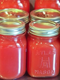 Homemade is really easy to make and has way less sodium than the store bought stuff. You can make this vegetable juice in large batches and jar it. Homemade is really easy to Canning Tips, Home Canning, Canning Recipes, Canned V8 Juice Recipe, Canning Soup, Canned Juice, Juicer Recipes, Drink Recipes, Vegetarian