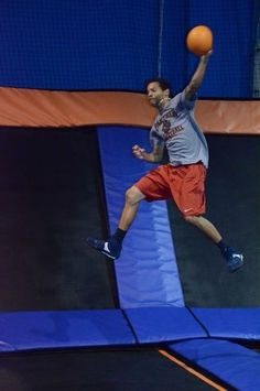 Groupon 16 For Two 60 Minute Jump Sessions At Sky Zone Indoor