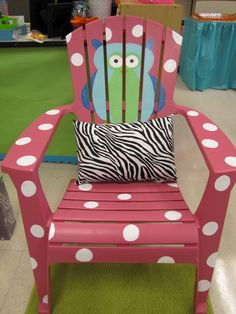 LOVE this!!!  Decorate a cheap lawn chair!   I think this would be a GREAT summer project, for the kids to have their own Chair in the yard.