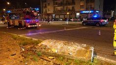 Si stacca un grosso blocco di cemento dal cavalcavia del raccordo autostradale a Moncalieri. L'allarme è scattato poco dopo le 21. I vigili del
