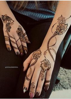 Image may contain: one or more people and closeup Khafif Mehndi Design, Floral Henna Designs, Henna Designs Feet, Finger Henna Designs, Arabic Henna Designs, Mehndi Designs For Girls, Mehndi Designs For Beginners, Modern Mehndi Designs, Mehndi Design Photos