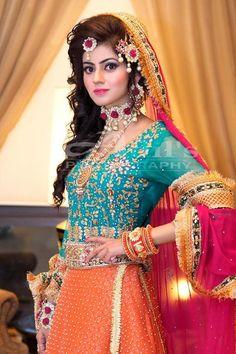 Most Popular pakistani wedding dresses mehndi jewelry Pakistani Bridal Makeup, Bridal Lehenga, Indian Bridal, Bridal Makup, Lehenga Choli, Bridal Dresses 2018, Bridal Mehndi Dresses, Bridal Looks, Bridal Style