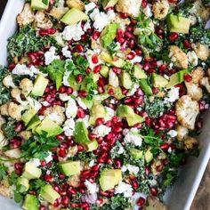 Grønkålssalat med bagt blomkål og tahindressing, feta og granatæblekerner Cobb Salad, Feta, Avocado, Blog, Food