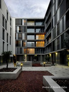 The project was built in an area of residential expansion in the outer suburb of Seville, in the south of Spain.  The small size of the plot and the high hou...