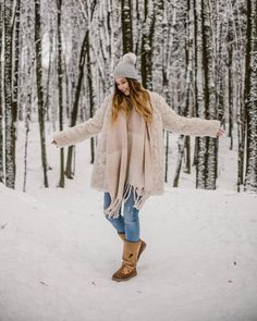 Winter Christmas, Pugs, Youtubers, Bff, Fur Coat, My Favorite Things, Celebrities, Mood, Inspiration