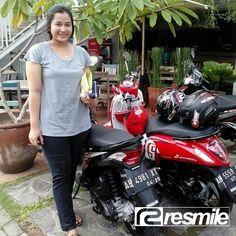 Liburan pakai motor gak hanya berlaku untuk kaum adam aja, kaum Hawa-pun bisa looh, kayak kakak yang satu ini.  www.resmilerental.com  #sewa #rental #motor #jogja