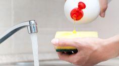 Diskmedel kan användas till mycket mer än bara att hålla rent. Vi har samlat 10 tips för vad du kan använda diskmedel till.