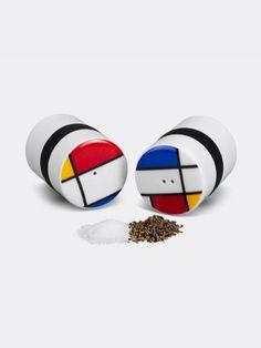 Ring Peper en Zout Set Mondri Dit klassieke Mondriaan patroon voegt een sunfje artistiek toe aan uw eettafel. De peper en zout vaatjes zijn gemaakt van porselein, vaatwasmachine bestendig. Afmetingen: Ø4.7 x H6.5 cm. Material: Porcelein, Silicone.