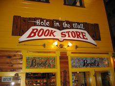Book store sign in Wall, SD via Book Hunter's Holiday