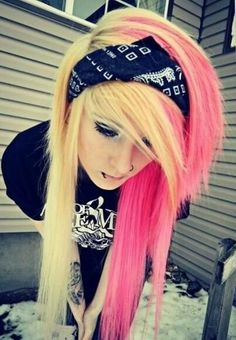 Pink and Blonde Hair . The Bandana Ties the Whole emo Look together . Her Piercing is Perfect . Pink Hair Dye, Dye My Hair, Yellow Hair, Pink Yellow, Lilac Hair, Pastel Hair, Green Hair, White Hair, Emo Scene Hair