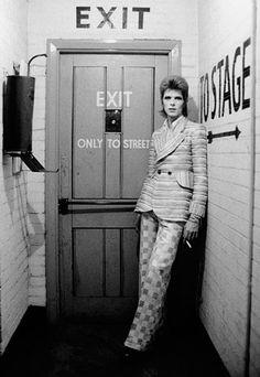 David Bowie at the Rainbow Theatre Backstage in London (1972). Photo by Masayoshi Sukita.