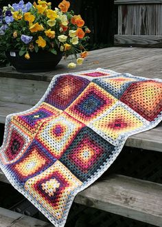 My second crocheted blanket is finished. See my first blanket here . This time I decided to be reasonable and make a small baby blanket. Crochet Afgans, Crochet Quilt, Crochet Squares, Baby Blanket Crochet, Crochet Yarn, Granny Squares, Tanis Fiber Arts, Knitted Blankets, Baby Blankets
