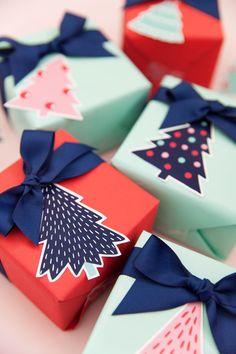 Diy Christmas Presents Wrapping Free Printable 50 Ideas Christmas Present Wrap, Christmas Tree With Gifts, Christmas Gift Wrapping, Christmas Crafts, Handmade Christmas Presents, Christmas Girls, Xmas, Funny Christmas, Christmas Tags Printable