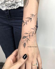 Simple Arm Tattoos, Wrist Tattoos For Guys, Wrist Tattoos For Women, Simplistic Tattoos, Dainty Tattoos, Feminine Tattoos, Girly Tattoos, Pretty Tattoos, Mini Tattoos