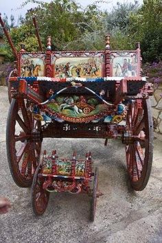 These historic Sicilian carts were made by master cart maker Raffaele La Scala in Agrigento, Sicily #agrigento
